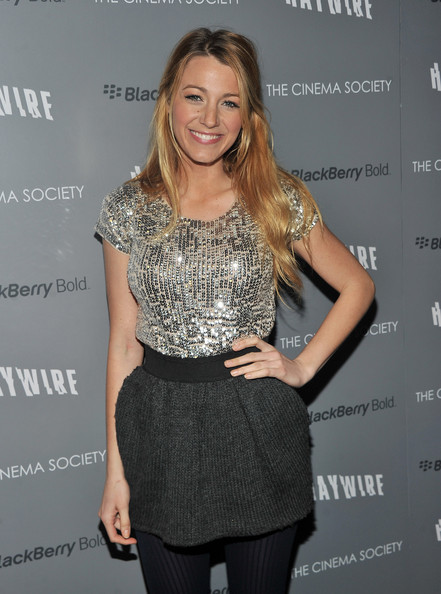 Blake+Lively+Cinema+Society+BlackBerry+Bold+zI-FOU1F8eXl